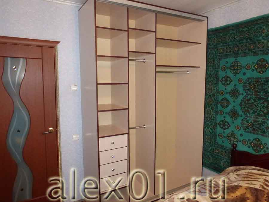 красивое рядом шкаф купе для спальни угловые встроенные фото